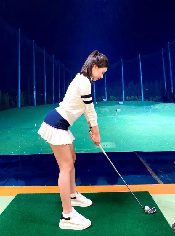 "Hotgirl Ha Thanh khien ca san golf ""dan mat"" vi body nuot na-Hinh-8"