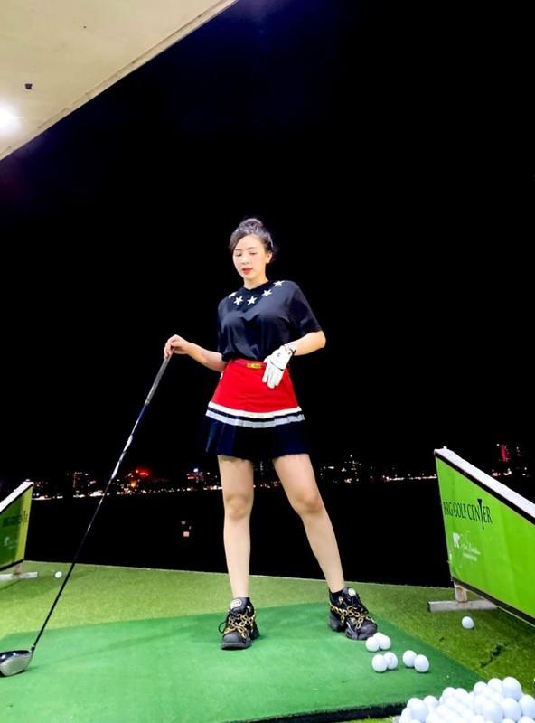 "Hotgirl Ha Thanh khien ca san golf ""dan mat"" vi body nuot na-Hinh-9"