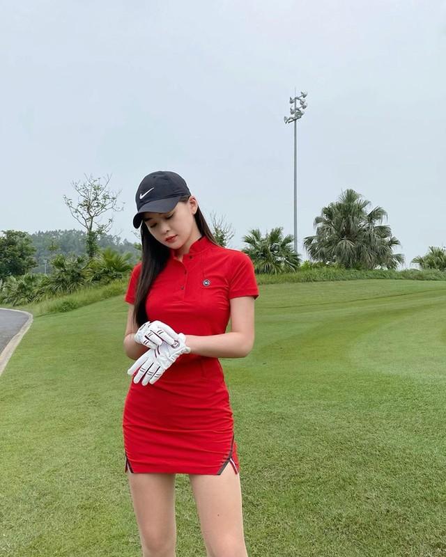 Hotgirl RMIT khoe dang tren san co khien hoi golf thu do ram ram-Hinh-3