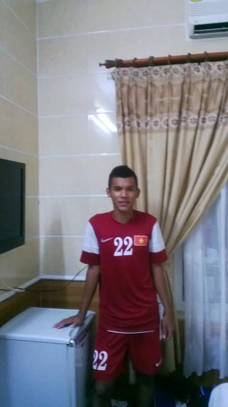 Chan dung chang cau thu Khmer lap cong cho U19 VN-Hinh-2