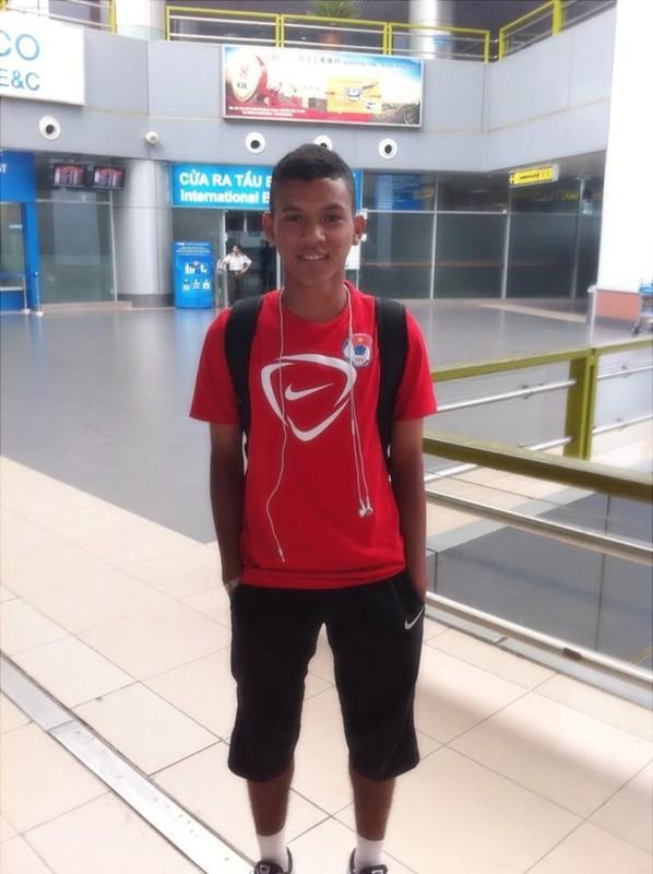 Chan dung chang cau thu Khmer lap cong cho U19 VN-Hinh-4