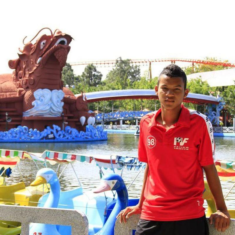Chan dung chang cau thu Khmer lap cong cho U19 VN
