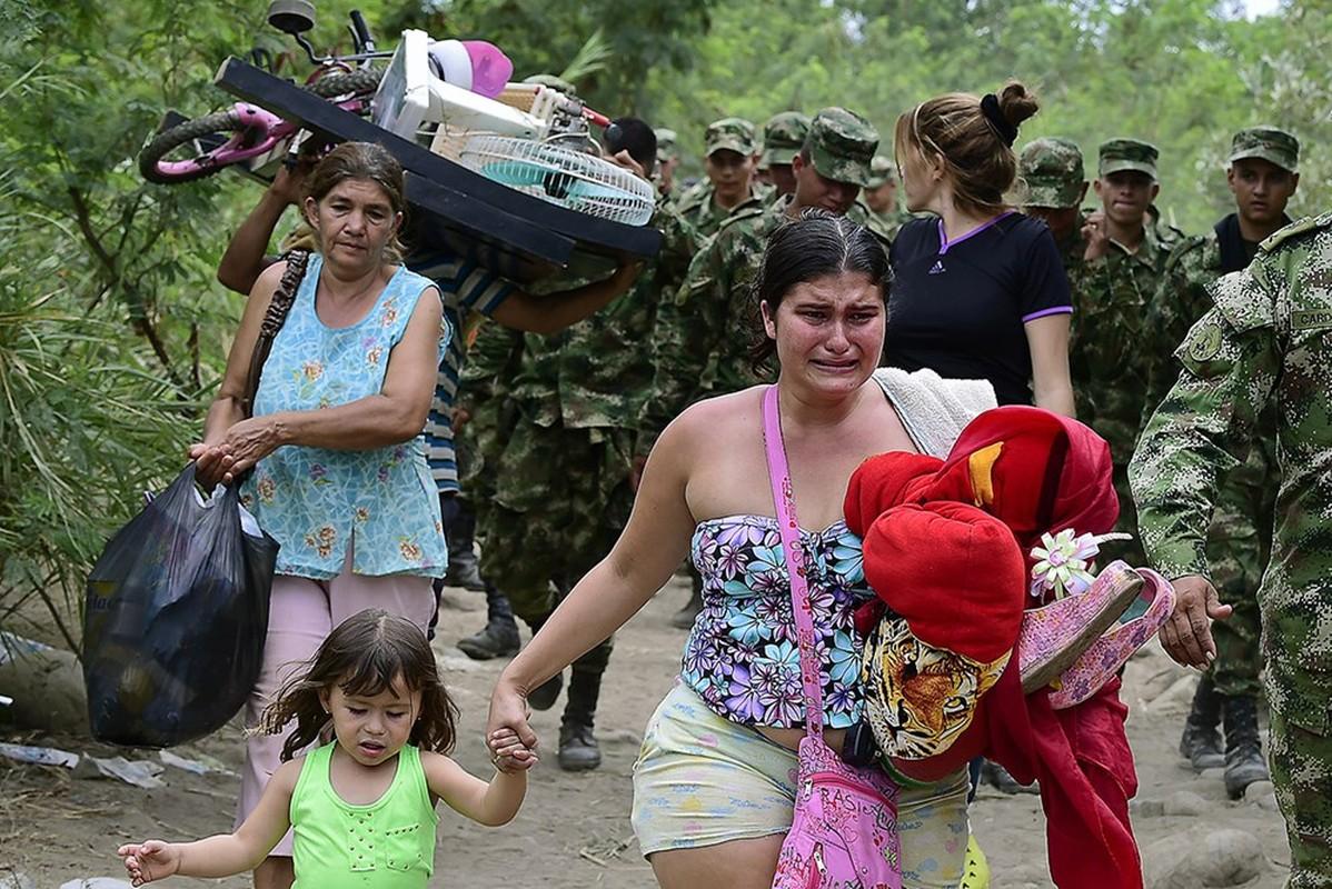 Canh tuong hon loan nguoi Colombia chay khoi Venezuela-Hinh-16