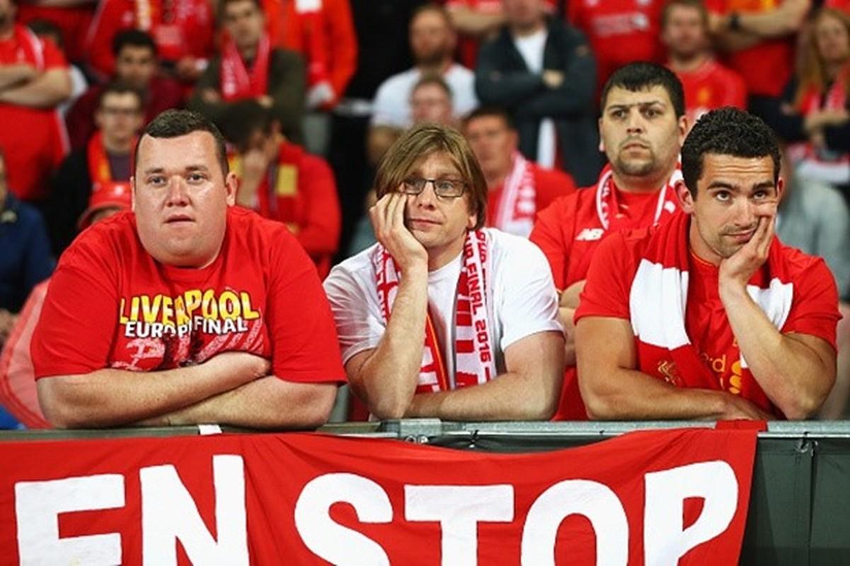 """Khuon mat """"ban than"""" cua CDV Liverpool sau tran CK Europa League"""
