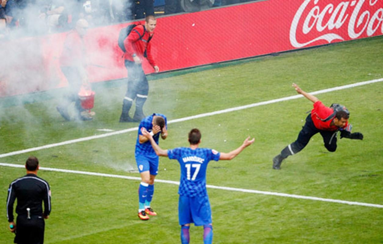 Goc khuat Euro 2016: CDV va van hoa ung xu-Hinh-10