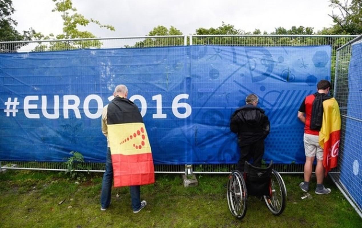 Goc khuat Euro 2016: CDV va van hoa ung xu