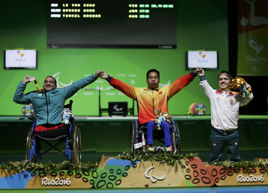 Khoanh khac Le Van Cong dem HCV Paralympic lich su cho TTVN-Hinh-7