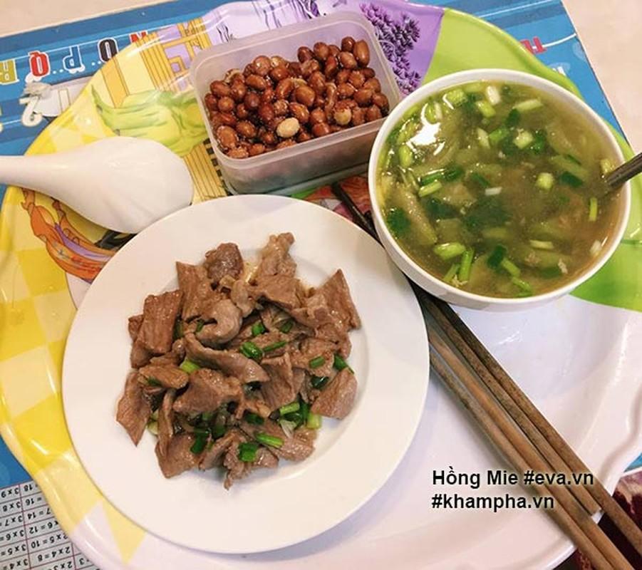 "Nu sinh khoe mam com ""sang chanh""  gay tranh cai-Hinh-10"
