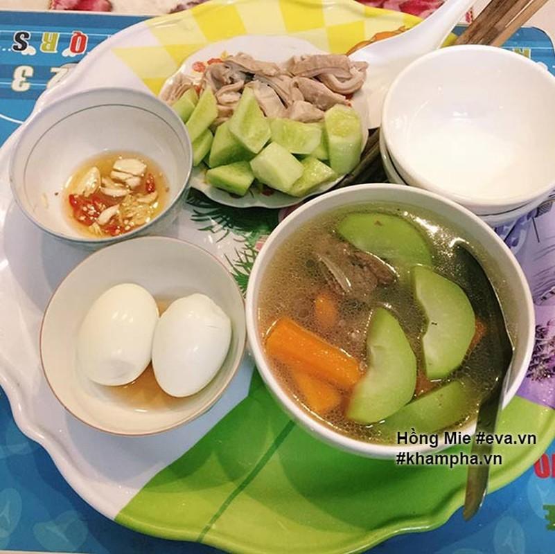 "Nu sinh khoe mam com ""sang chanh""  gay tranh cai-Hinh-2"