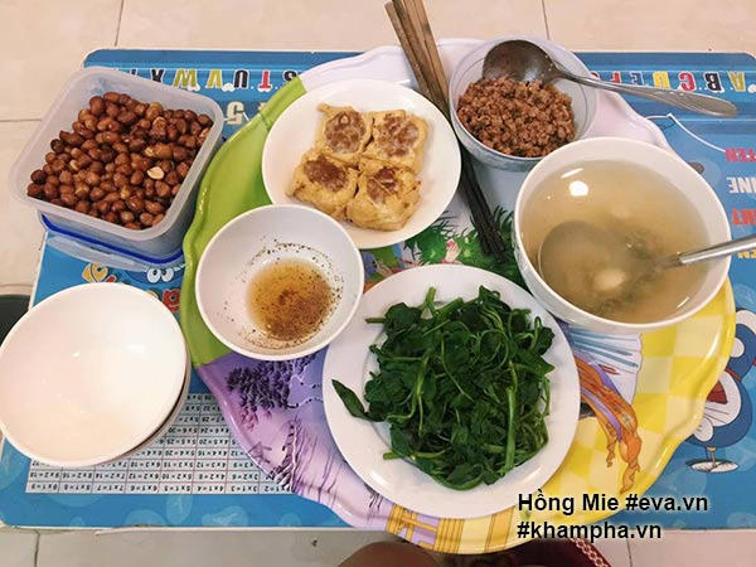 "Nu sinh khoe mam com ""sang chanh""  gay tranh cai-Hinh-3"