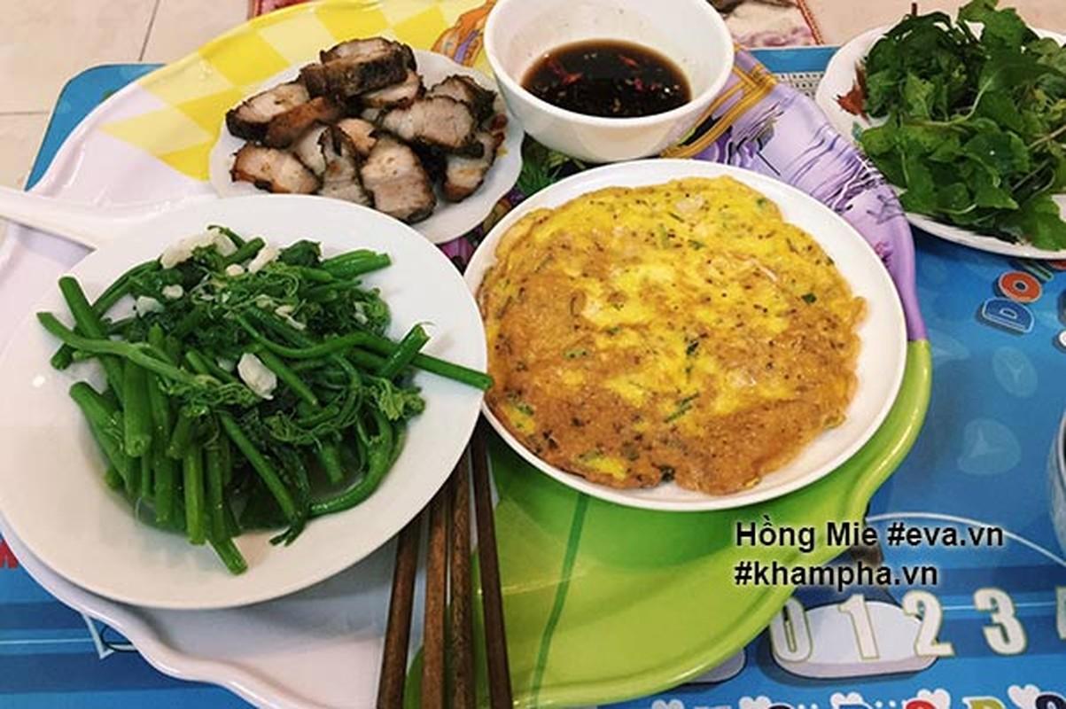 "Nu sinh khoe mam com ""sang chanh""  gay tranh cai-Hinh-6"