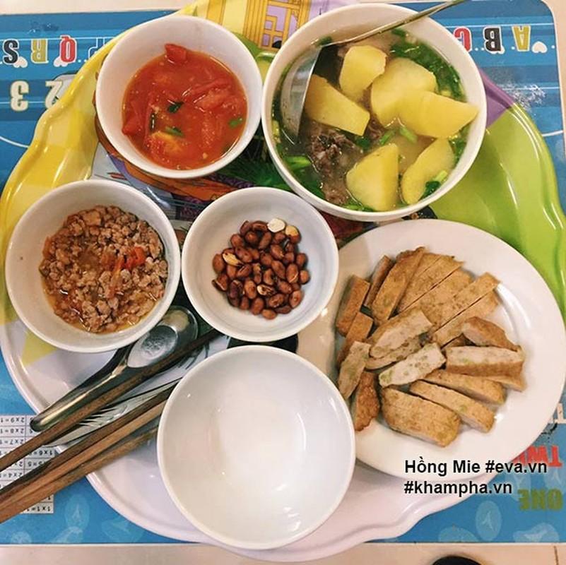 "Nu sinh khoe mam com ""sang chanh""  gay tranh cai-Hinh-7"