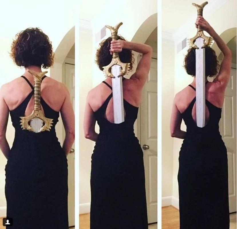 Ro phong trao khoe anh deo kiem sau lung giong Wonder Woman-Hinh-9