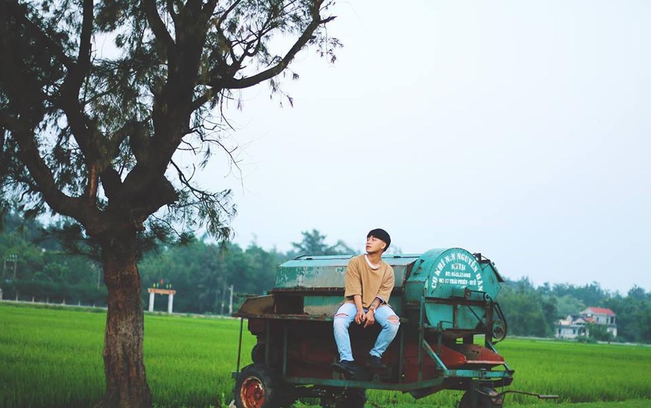 Hot boy 9X hat dan ca theo phong cach la gay sot-Hinh-7