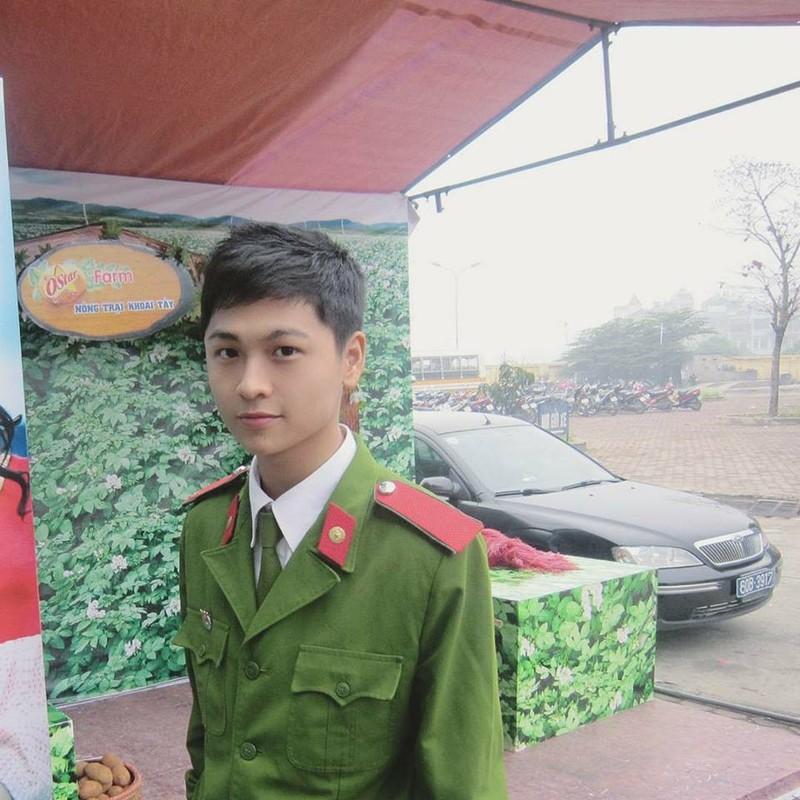 """""""Nam than canh sat"""" khong tuoi khien dan mang me dam-Hinh-2"""