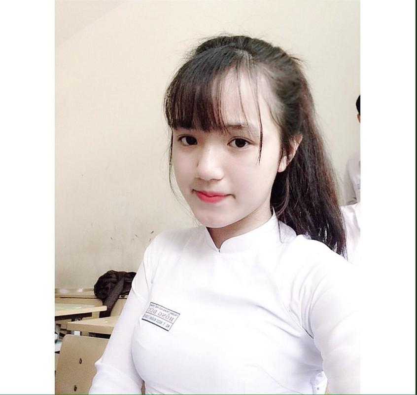 Nu sinh Dak Lak noi tieng vi mac ao dai qua dep-Hinh-5