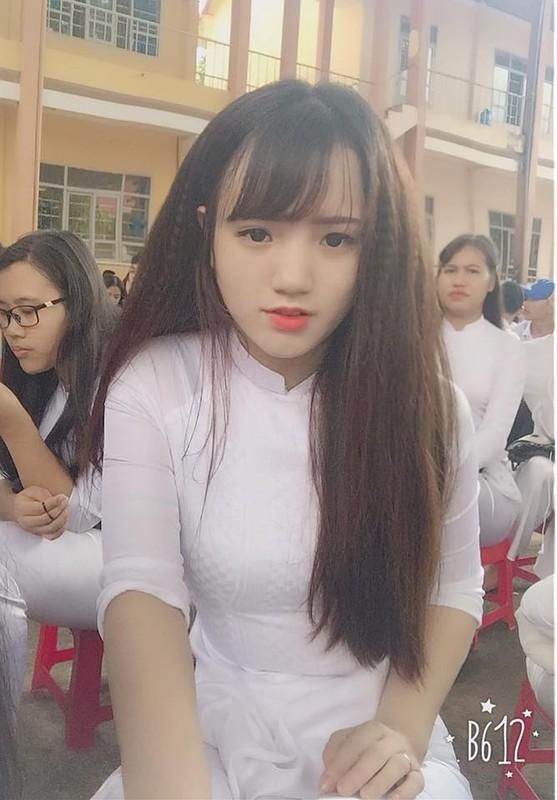 Nu sinh Dak Lak noi tieng vi mac ao dai qua dep-Hinh-7