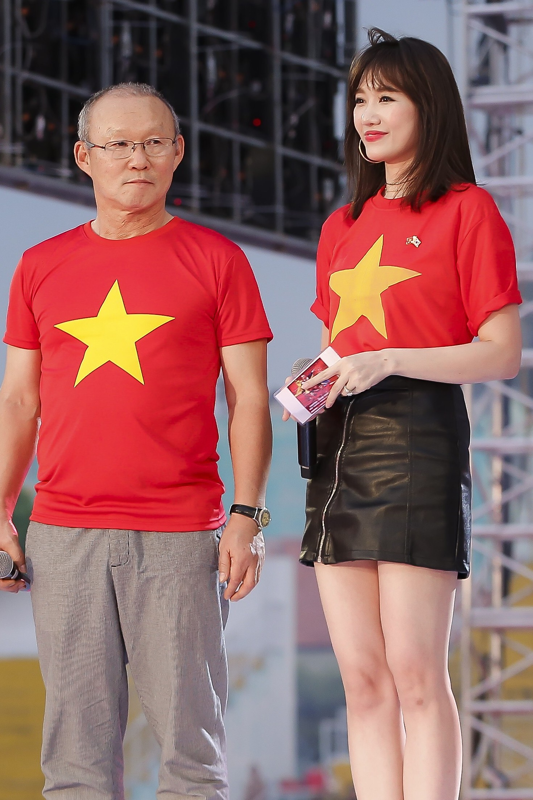 Ai se ngoi ghe tro ly ngon ngu cua HLV Park tai AFF Cup 2018?-Hinh-10
