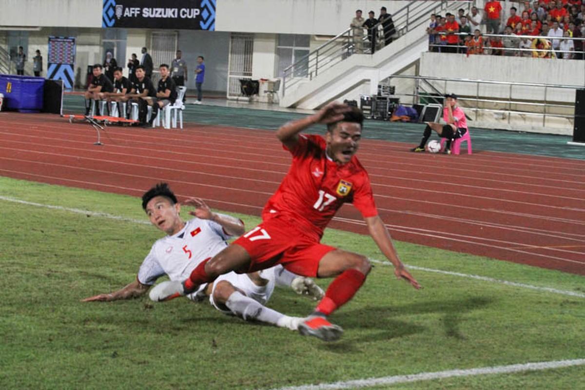 Cong Phuong giup doi tuyen Viet Nam mo man AFF Cup 2018 tung bung-Hinh-3