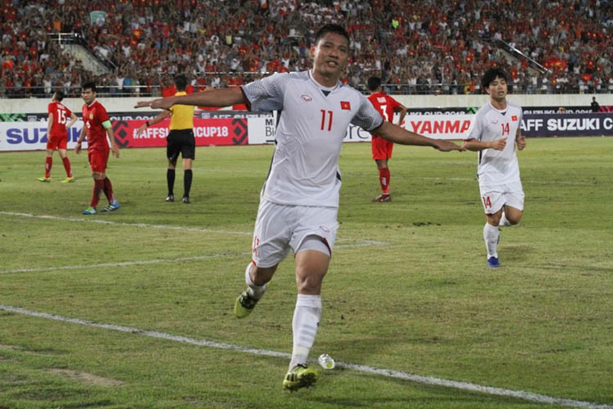 Cong Phuong giup doi tuyen Viet Nam mo man AFF Cup 2018 tung bung-Hinh-5