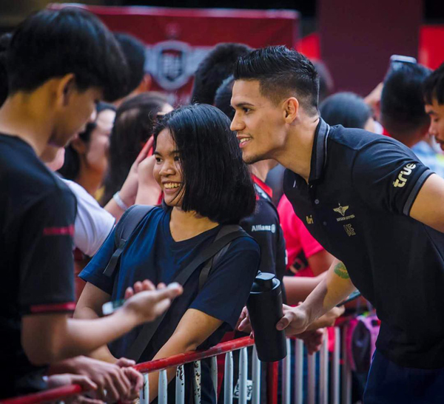 Tuyen thu Philippines dep trai khien CDV Viet Nam truy lung rao riet-Hinh-9