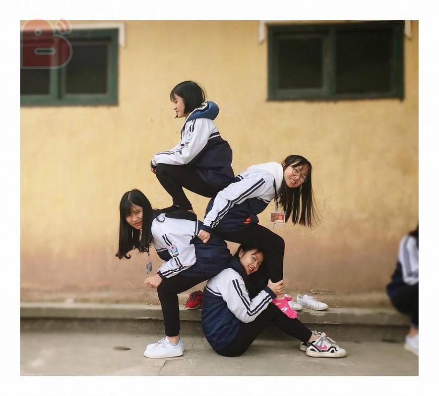"Trao luu ""xep hinh"" pose anh cung nhom ban than hot nhat dip cuoi nam-Hinh-2"