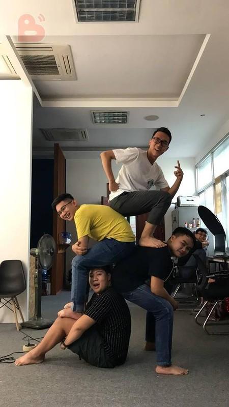 "Trao luu ""xep hinh"" pose anh cung nhom ban than hot nhat dip cuoi nam-Hinh-5"