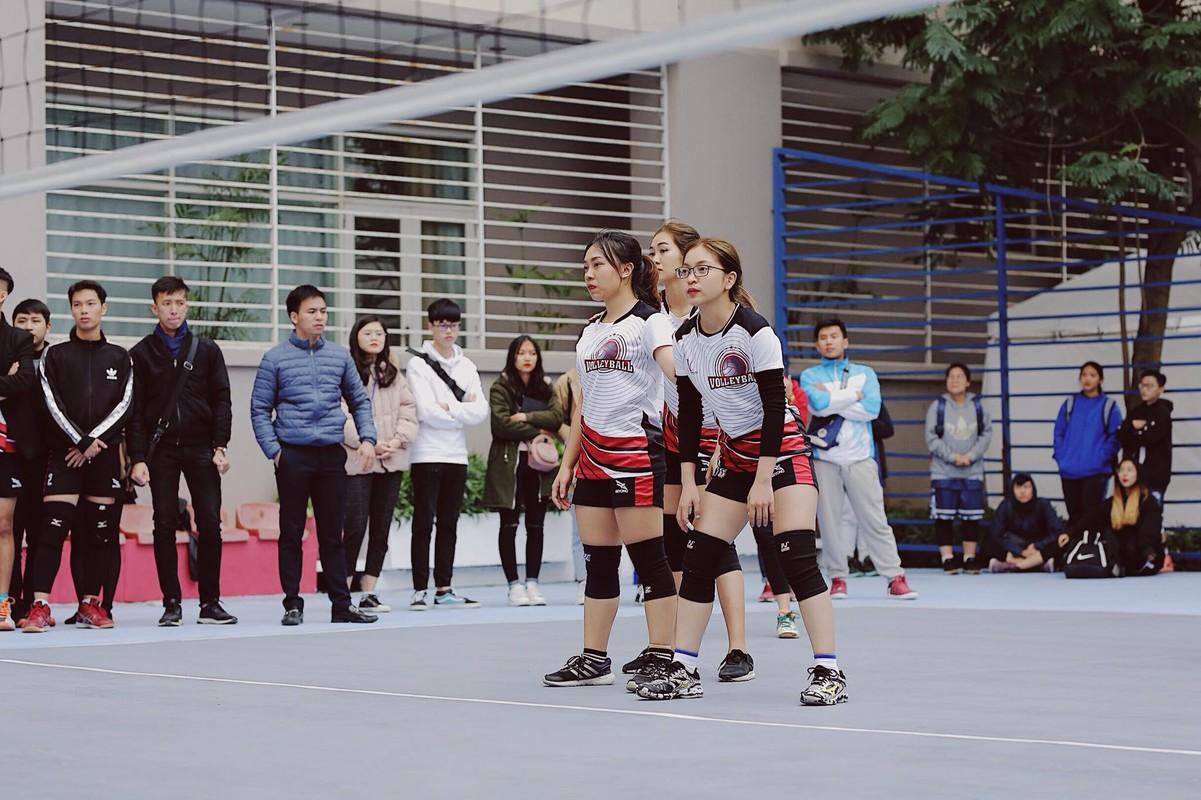 Ban gai Quang Hai khoe anh choi bong chuyen gay bao mang-Hinh-4