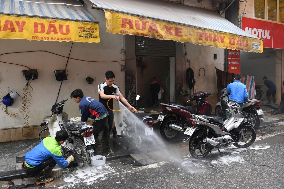 Gia rua xe truoc Tet tang dot bien, dan van xep hang cho-Hinh-5