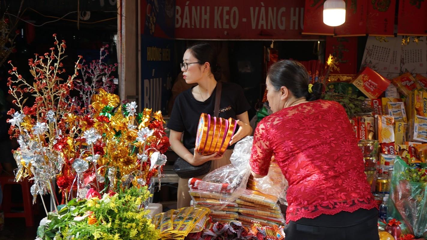 Hang van nguoi chen chan dang le phu Tay Ho ngay dau nam-Hinh-5