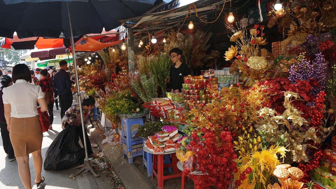 Hang van nguoi chen chan dang le phu Tay Ho ngay dau nam-Hinh-6