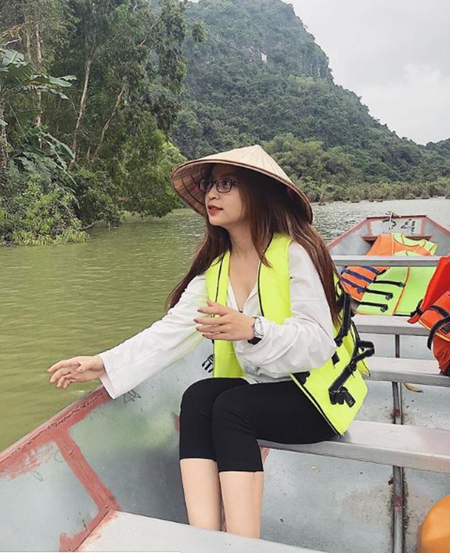 "Ban gai Quang Hai xinh dep, hat hay nhung ho ra la bi ""dim hang""-Hinh-4"
