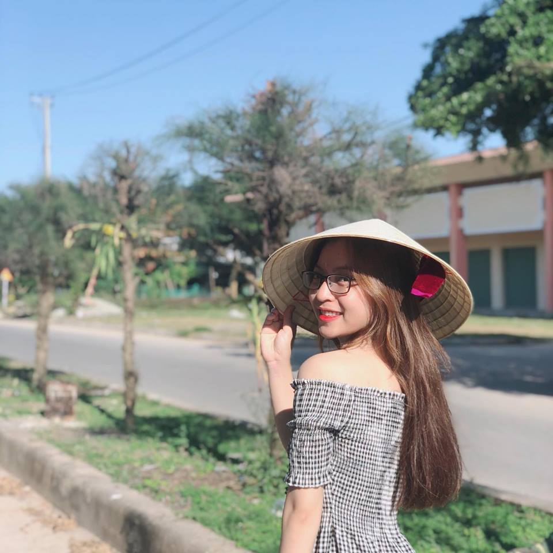 "Ban gai Quang Hai xinh dep, hat hay nhung ho ra la bi ""dim hang""-Hinh-5"