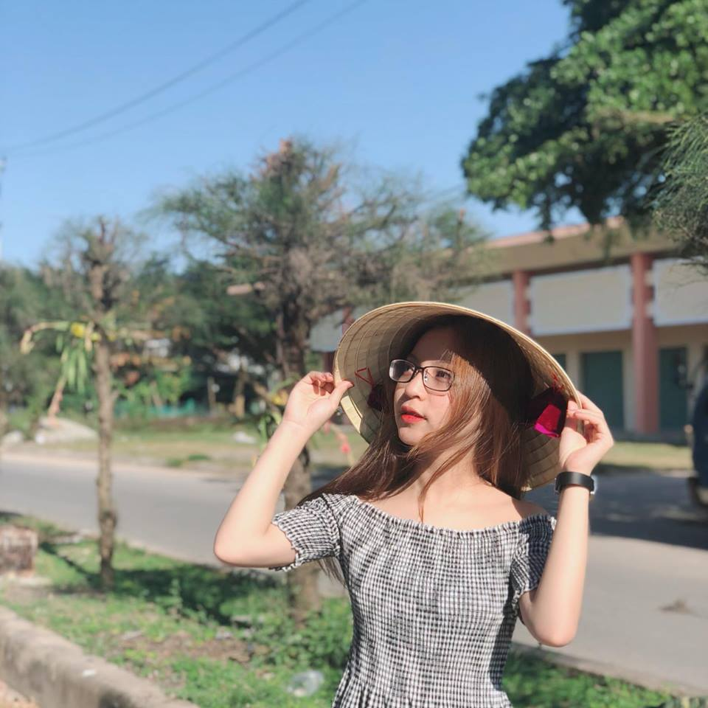 "Ban gai Quang Hai xinh dep, hat hay nhung ho ra la bi ""dim hang""-Hinh-6"