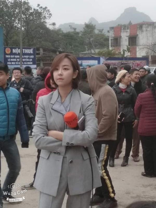 Nu phong vien Han Quoc tac nghiep o ga Dong Dang gay sot MXH-Hinh-3