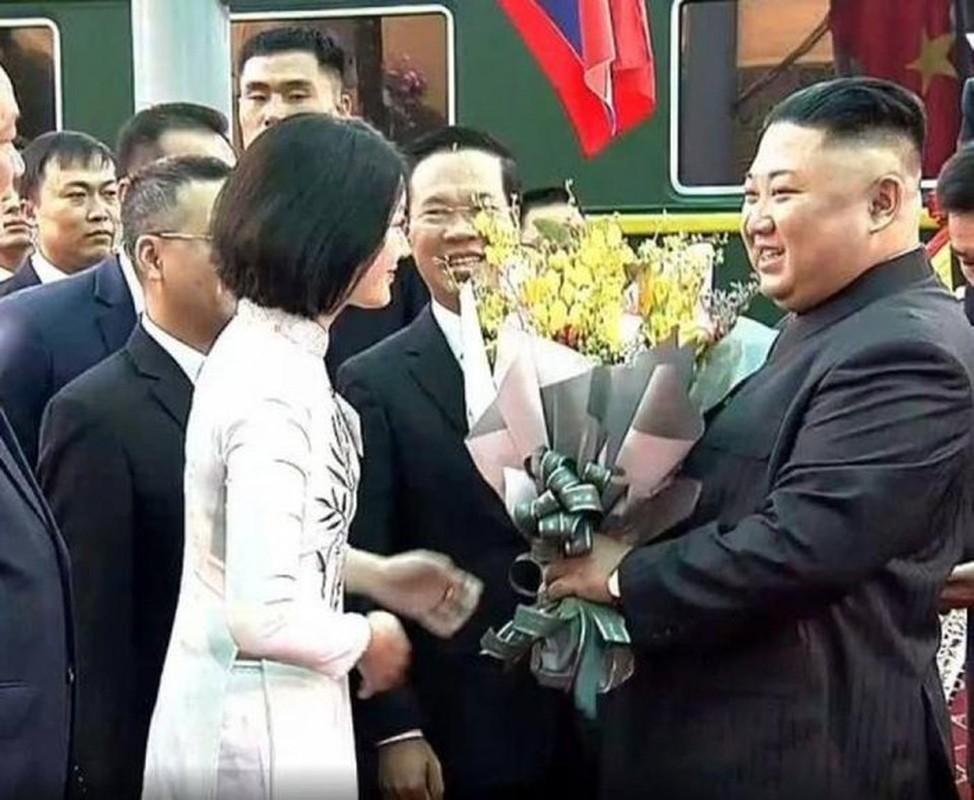 Do nhan sac nhung hoa khoi tang hoa cac Nguyen thu Quoc gia nuoc ngoai-Hinh-3