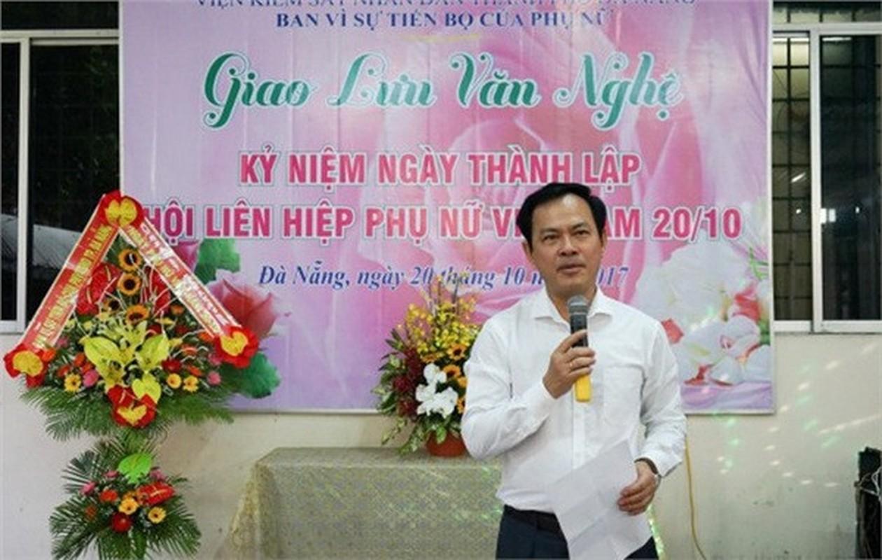 Dan tinh xep hang chup anh truoc nha Cuu Vien pho VKS ѕaм ѕo be gai-Hinh-2
