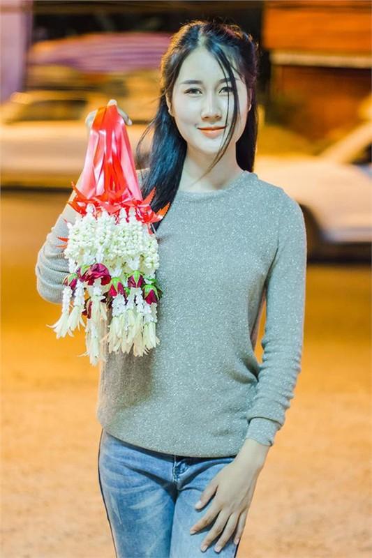 Danh tinh co gai ban hoa xinh nhu thien than khien CDM rao riet truy tim-Hinh-5
