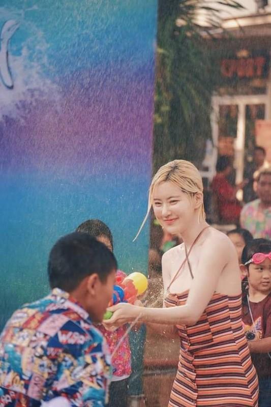 Danh tinh bat ngo cua co nang chiem spotlight tai le hoi te nuoc Thai Lan