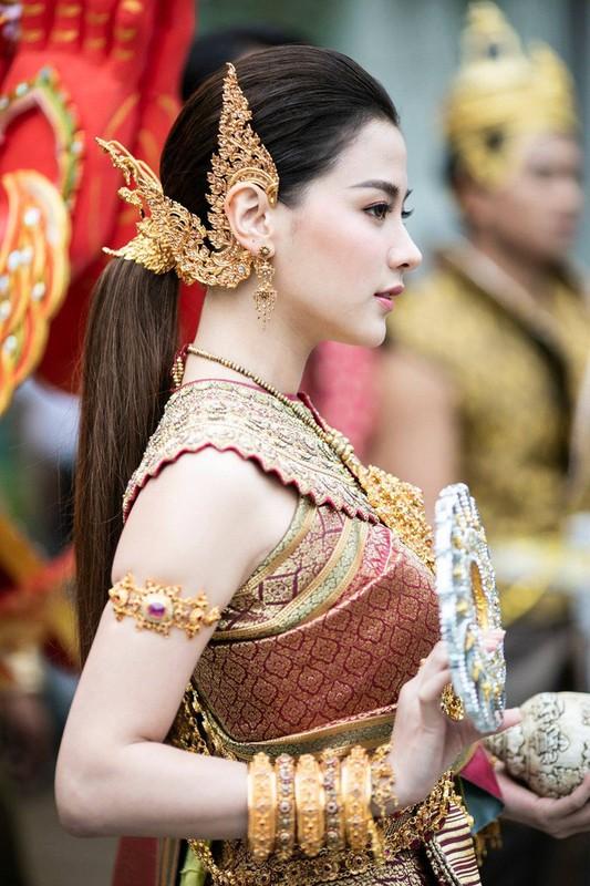 "CDM nao loan voi nhan sac cuc pham cua ""nu than Thungsa"" trong Tet te nuoc-Hinh-4"