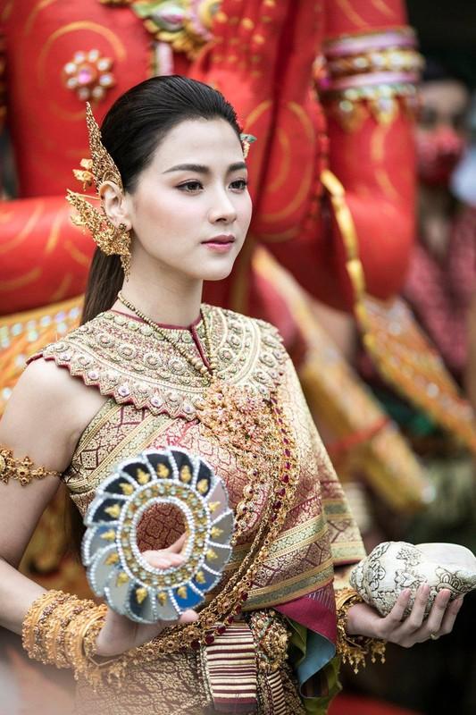 "CDM nao loan voi nhan sac cuc pham cua ""nu than Thungsa"" trong Tet te nuoc-Hinh-5"