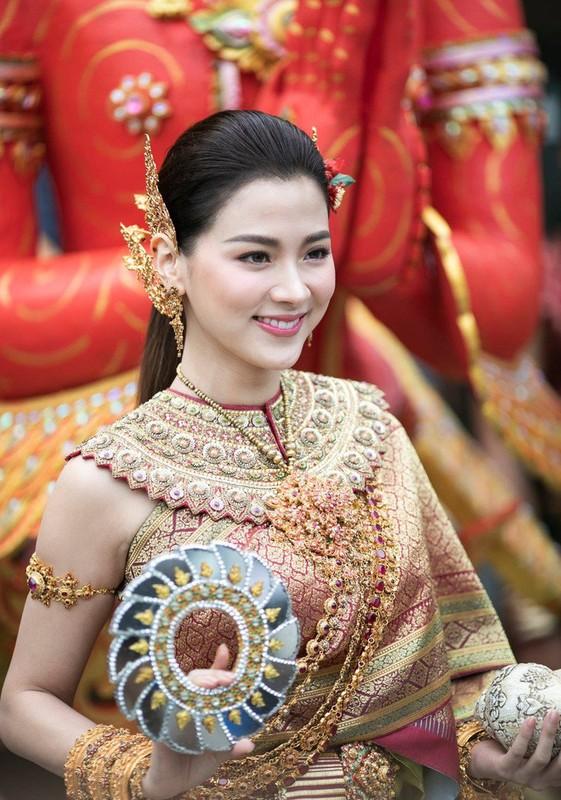 "CDM nao loan voi nhan sac cuc pham cua ""nu than Thungsa"" trong Tet te nuoc"