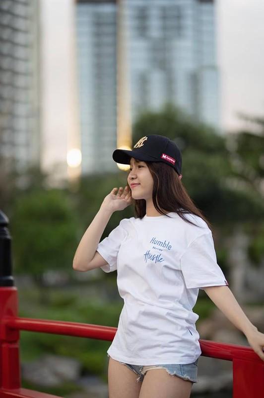 """Lien tuc khoe noi y, nguoi yeu Dang Van Lam bi gan mac """"ban sao Ngoc Trinh""""-Hinh-2"""