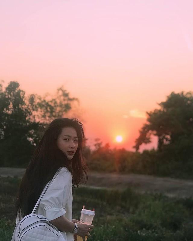"Hot girl ""thang 5 de danh"" chiem spotlight nho guong mat ""tinh oi la tinh""-Hinh-10"