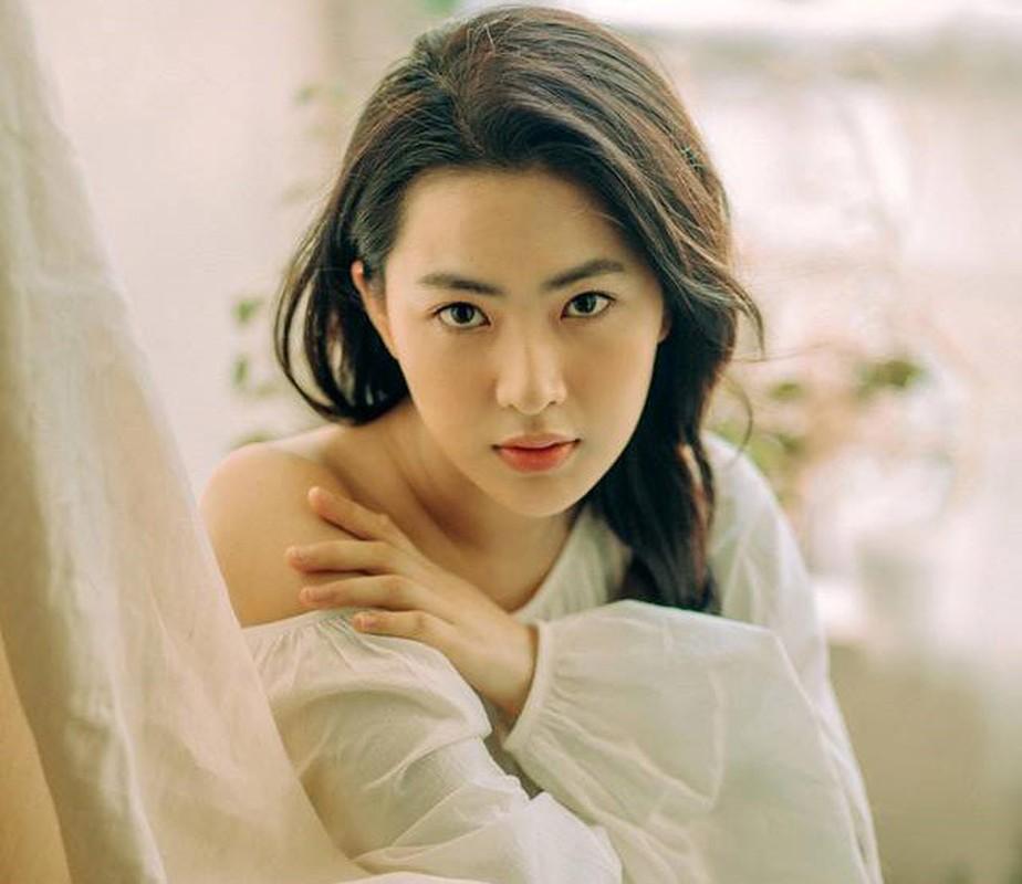 "Hot girl ""thang 5 de danh"" chiem spotlight nho guong mat ""tinh oi la tinh"""