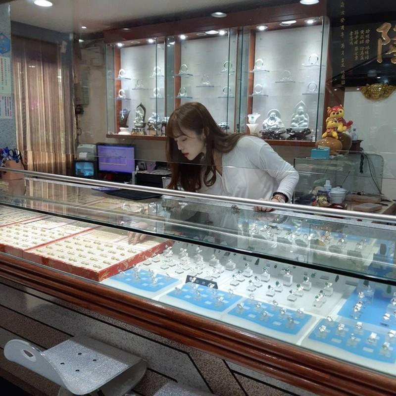 CDM ran ran truy tim co gai co goc nghieng giong Song Hye Kyo