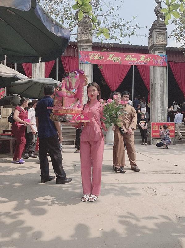 """Nhan sac doi thuong cua co gai """"tran truong"""" duoi ho sen-Hinh-2"""