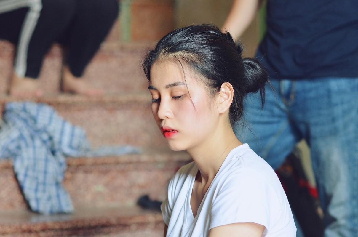 """Nhan sac doi thuong cua co gai """"tran truong"""" duoi ho sen-Hinh-4"""