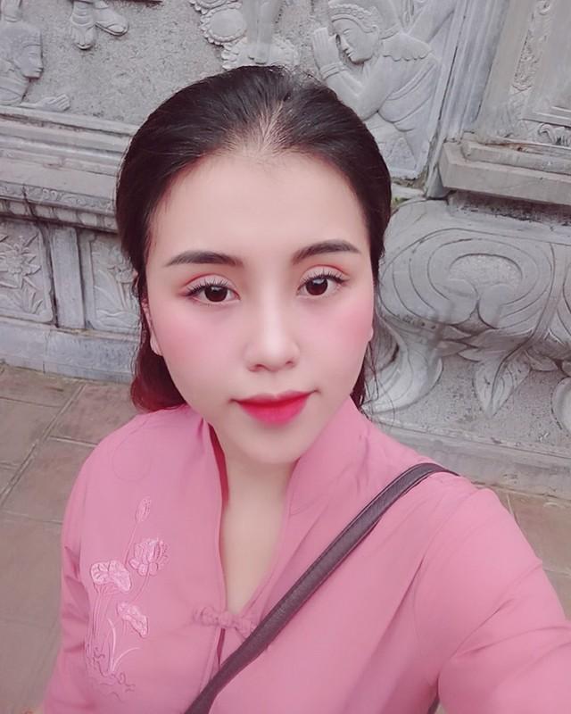 """Nhan sac doi thuong cua co gai """"tran truong"""" duoi ho sen-Hinh-5"""