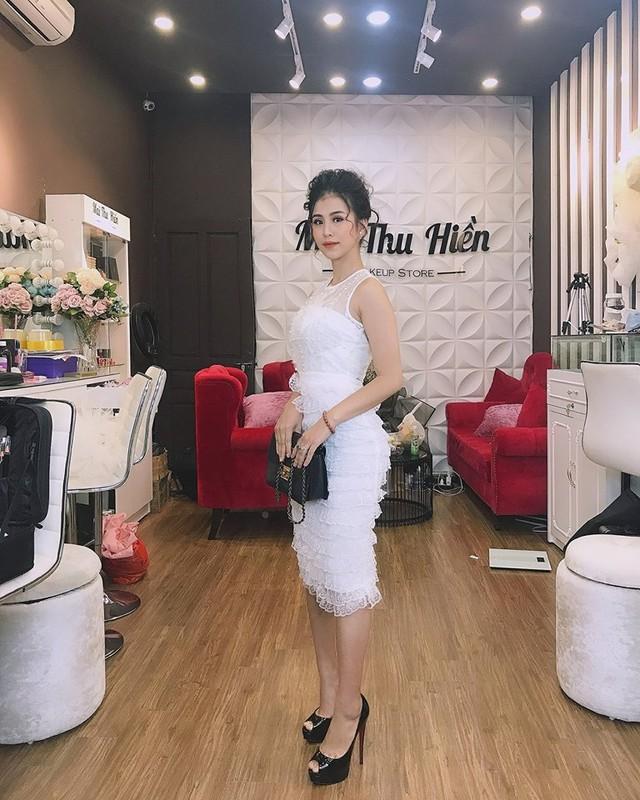 """Nhan sac doi thuong cua co gai """"tran truong"""" duoi ho sen-Hinh-8"""